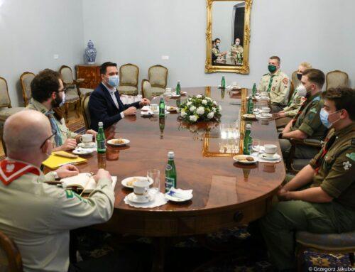 """Spotkanie """"Młodzi w Pałacu"""" – Organizacje harcerskie w pracy na rzecz walki z pandemią"""